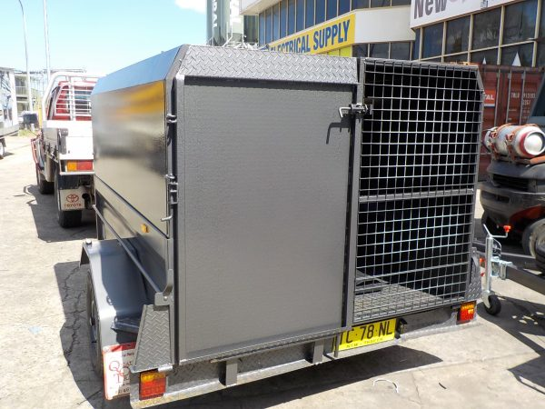 7 x 5 Enclosed with Ramp 1